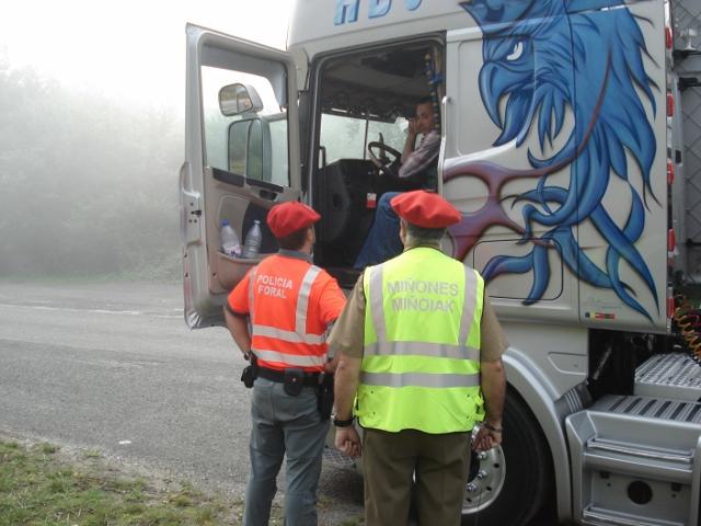 La Policía Foral localiza y denuncia en camiones dispositivos que evitan la correcta emisión de humos a la atmosfera